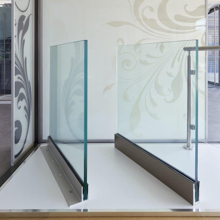 Garde corps en verre fixé avec profil
