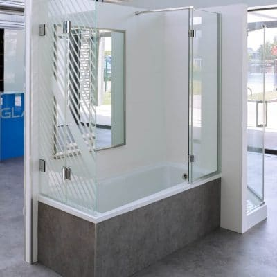Pare-baignoire en verre mobile