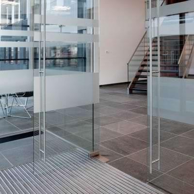 Porte en verre de sécurité sablé